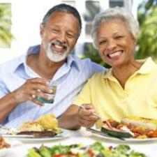 Couple discusses hearing loss solutions at a picnic.